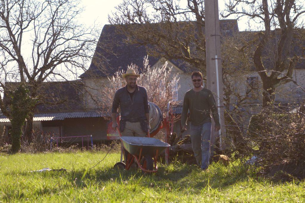 Arbeiten im Sommer auf Pezet Farm in Südfrankreich