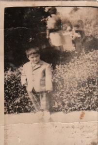 Junge im Anzug - Platon Kiriazidis