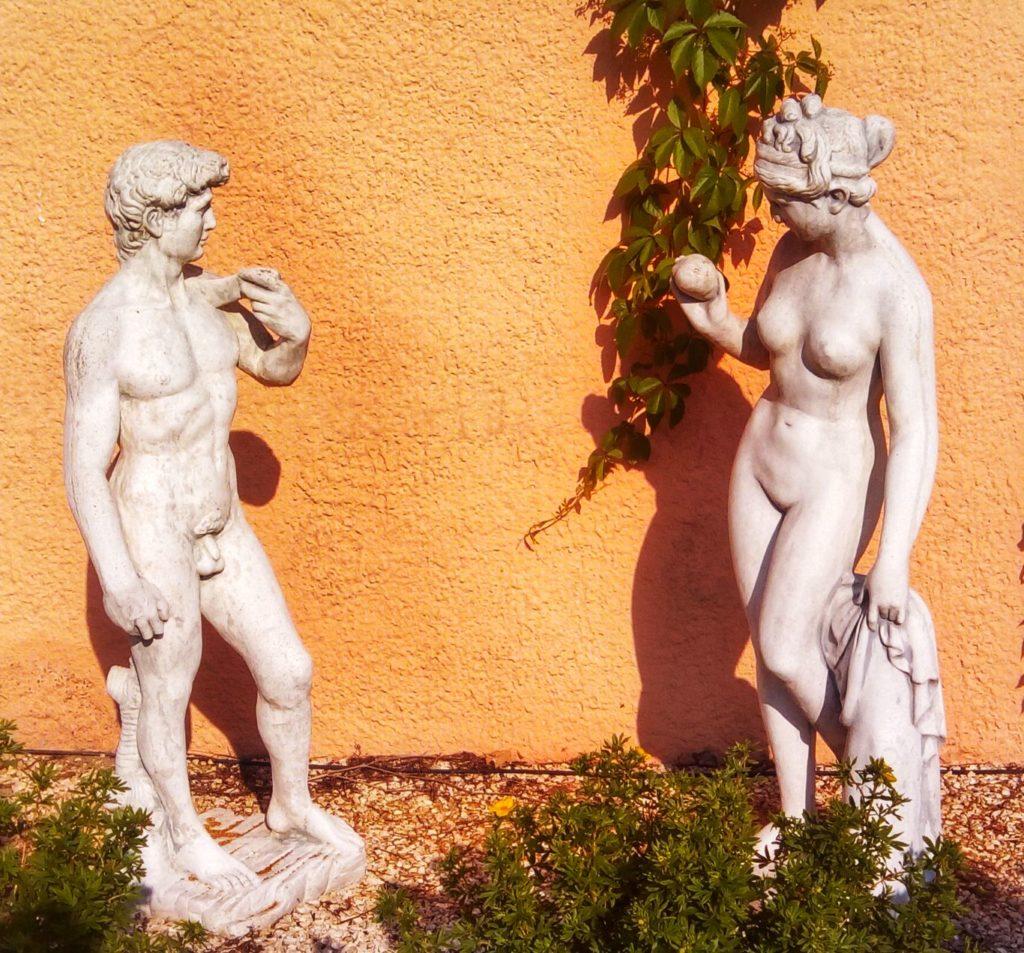 Mann Frau Skulpturen im Hotel Sonnenstrahl in Kißlegg - Platon Kiriazidis