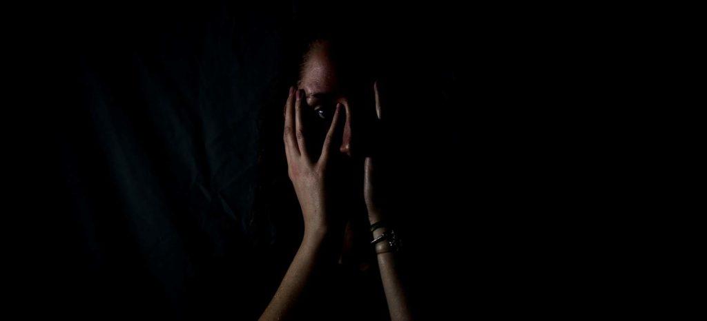 Isolation, nicht Loslassen können - Platon Kiriazidis