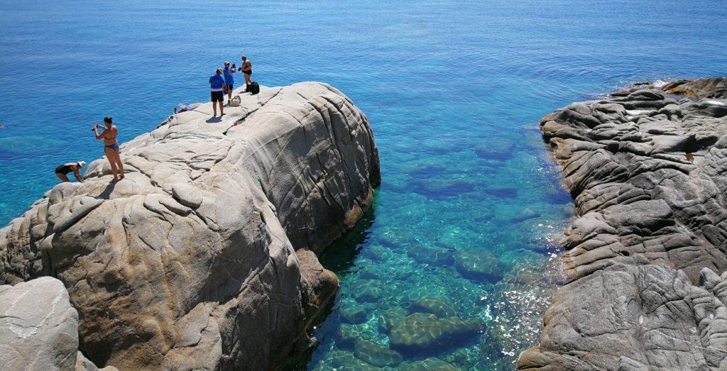 Seychelles Beach ist durch den Bauschutt beim Bau vom Tunnel entstanden_Platon Kiriazidis