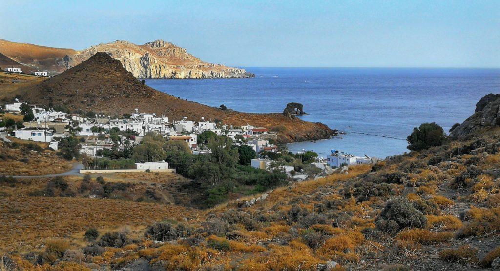 Ansicht von lentas mit Elefanten-Felsen vor der Küste_Platon Kiriazidis