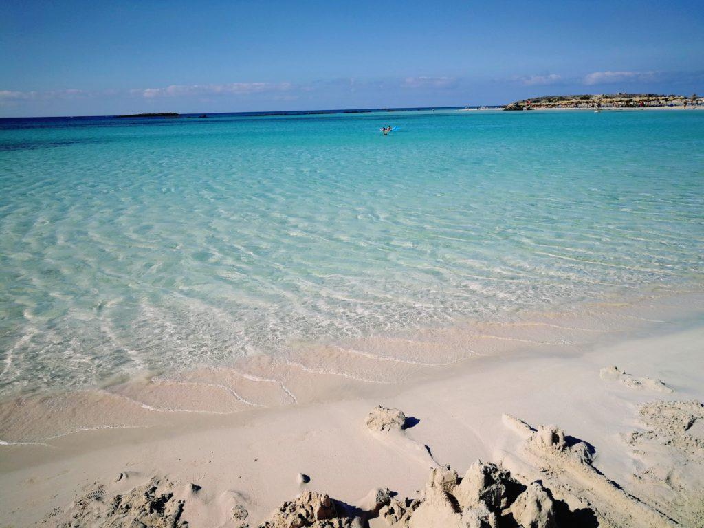 karibisches Blau und feiner Kalksand, Elafonissi ist selbst für Kreta etwas Besonderes_Platon Kiriazidis